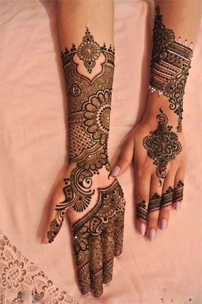 New And Beautiful Mehndi Designs For Girls